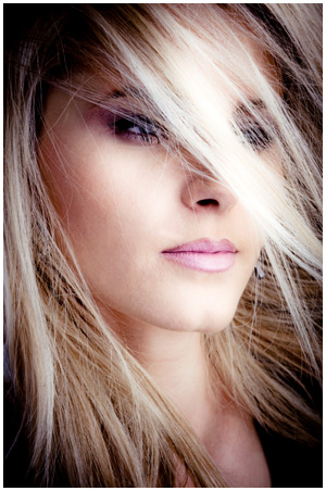 organic blond hair color at cizors paris - Coloration Eos