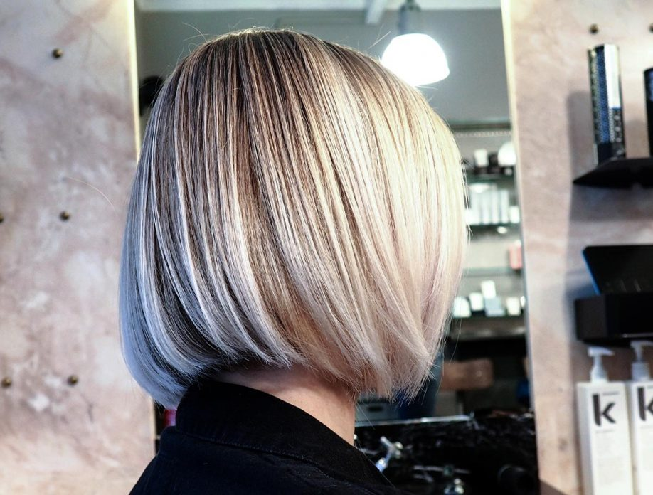 Coupe carré plongeant blond